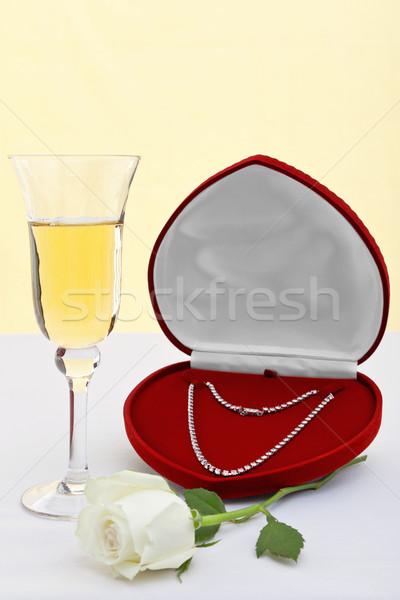 Gyémánt nyaklánc pezsgő fehér rózsa fotó Stock fotó © RTimages