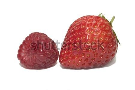 Fruits d'été paire fraises framboises isolé blanche Photo stock © RTimages