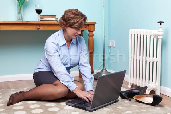 Geschäftsfrau arbeiten home Foto Sitzung Stock foto © RTimages