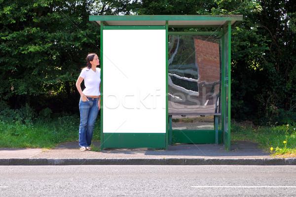 Kadın otobüs durağı ilan panosu ayakta kırsal Stok fotoğraf © RTimages