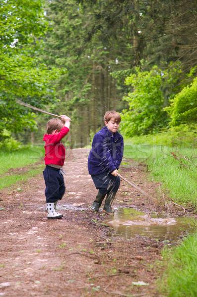 Fiúk kettő fiatal fiútestvérek szórakozás csobbanás Stock fotó © RTimages