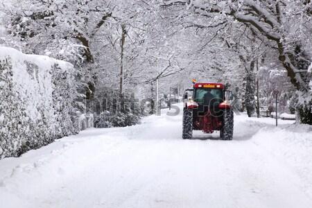 Stockfoto: Trekker · rijden · beneden · sneeuw · gedekt · weg