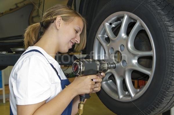 Autógumik garázs női autó szerelő kék Stock fotó © runzelkorn