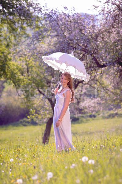 Esernyő fiatal csinos lány áll naplemente Stock fotó © runzelkorn