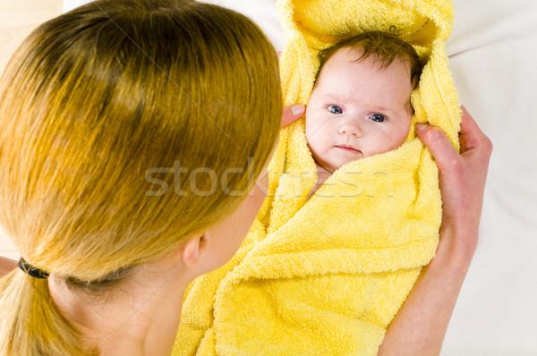 Törölköző lefelé baba felnőtt anya visel Stock fotó © runzelkorn