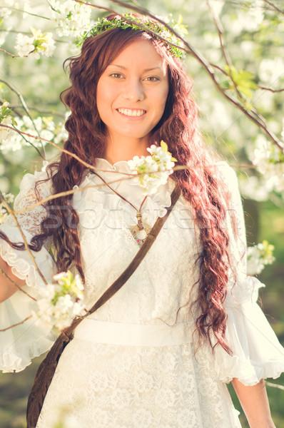 Stock foto: Mädchen · Kirschblüten · weißen · Kleid · stehen · lächelnd