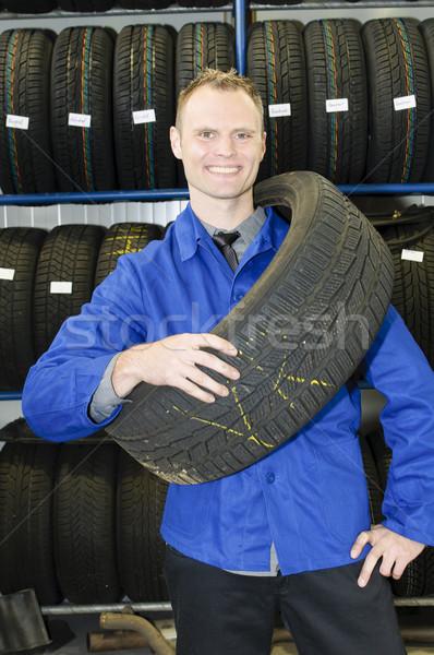 Adam lastik depolamak araba mekanik mavi Stok fotoğraf © runzelkorn