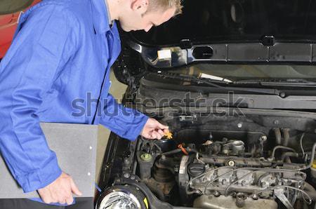 Aprendiz mestre garagem carro mecânico feminino Foto stock © runzelkorn