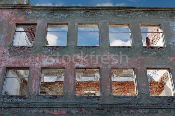 Vernietigd gebouw venster huis achtergrondverlichting hemel Stockfoto © RuslanOmega