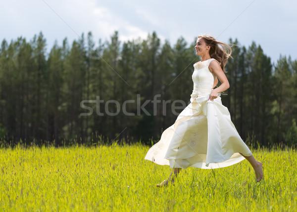 Menina vestido branco saltando campo mulher primavera Foto stock © RuslanOmega