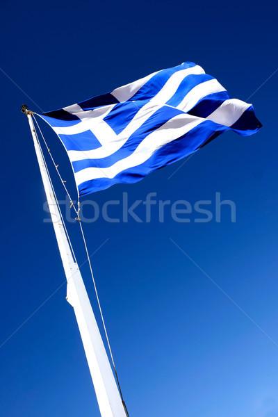 Grec pavillon au-dessous mât battant vent Photo stock © russwitherington