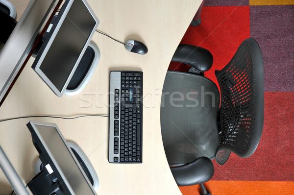 熱 辦公桌 辦公室 計算機 鍵盤 椅子 商業照片 © russwitherington