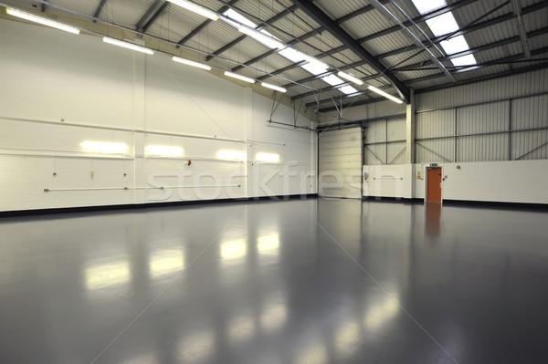 Entrepôt intérieur vide nouvelle portes gris Photo stock © russwitherington