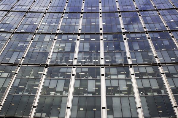 Bureau fenêtres côté immeuble de bureaux up bureaux Photo stock © russwitherington