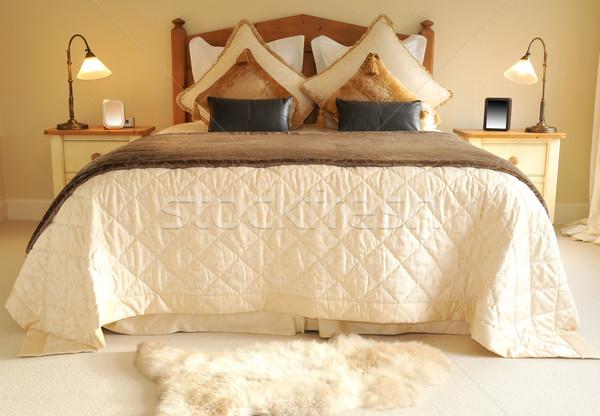 Yatak son yatak odası ışıklar büyük iç Stok fotoğraf © russwitherington
