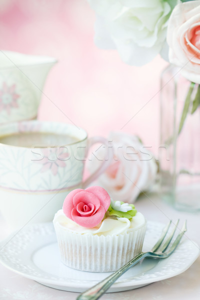 Podwieczorek serwowane wzrosła kwiat ciasto Zdjęcia stock © RuthBlack