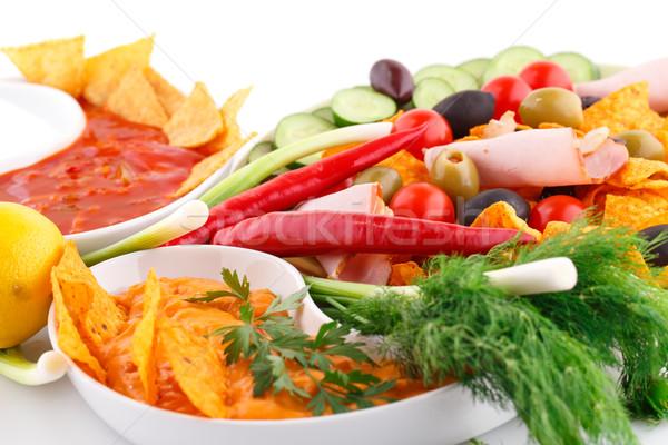 Foto d'archivio: Nachos · olive · carne · di · maiale · salsa · verdura