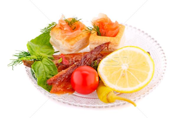 Füstölt hal friss zöldségek tányér étel zöld Stock fotó © ruzanna