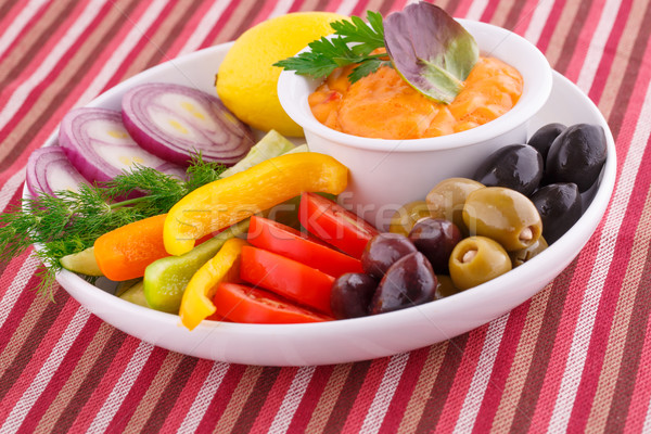 Foto d'archivio: Verdura · olive · limone · formaggio · salsa · piatto