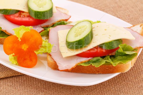 Szendvicsek zöldségek szalonna sajt tányér levél Stock fotó © ruzanna