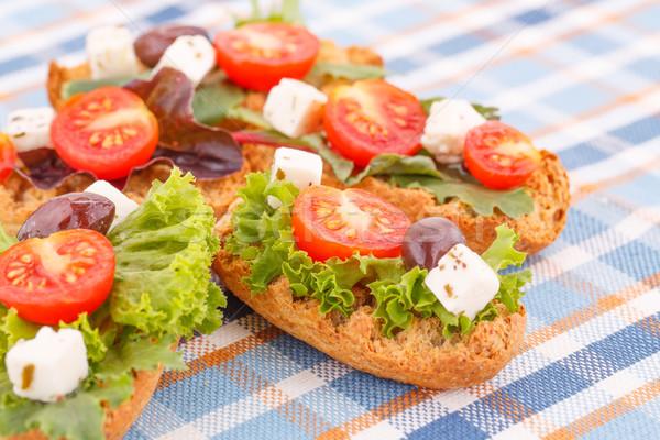Szendvicsek zöldségek olajbogyók fetasajt színes asztalterítő Stock fotó © ruzanna