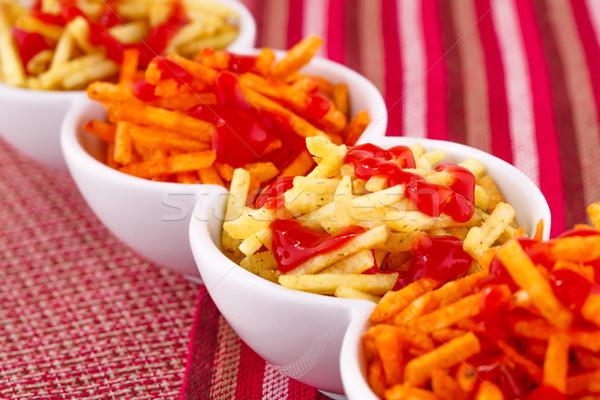 Foto stock: Batatas · fritas · ketchup · isolado · colorido · toalha · de · mesa · fundo