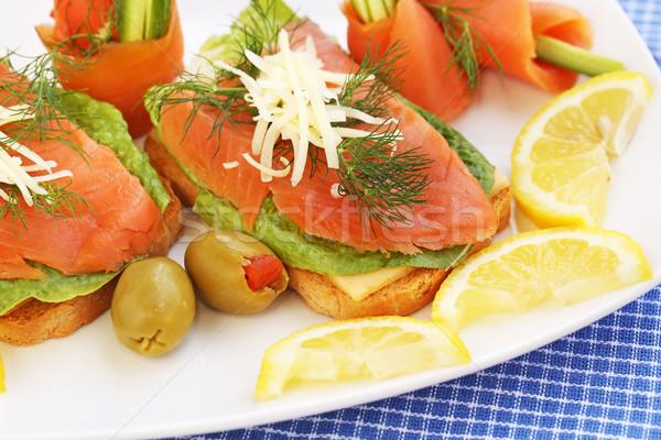 Szendvicsek lazac sajt saláta gyógynövények tányér Stock fotó © ruzanna
