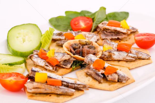 Peces pimientos hortalizas blanco placa ensalada Foto stock © ruzanna
