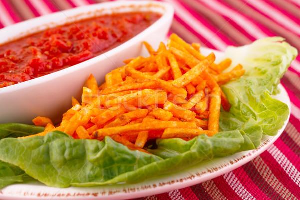 картофельные чипсы красный соус салата лист изолированный Сток-фото © ruzanna