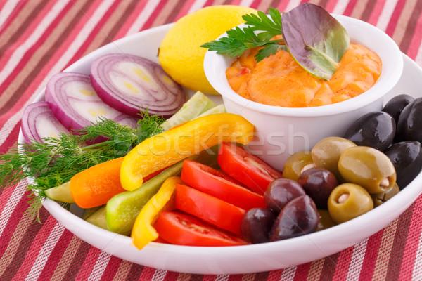 Legumes azeitonas limão queijo molho prato Foto stock © ruzanna
