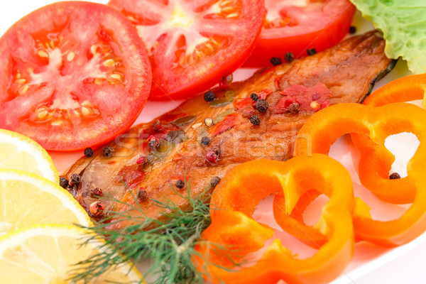 Gerookt vis verse groenten plaat voedsel groene Stockfoto © ruzanna