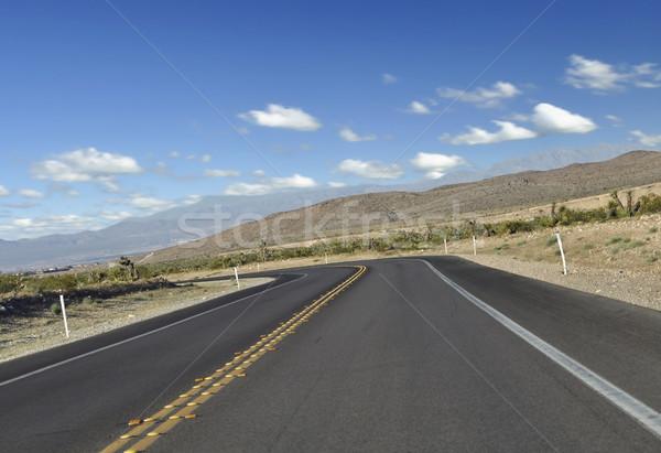 Hegy út görbe tájkép sivatag kék Stock fotó © saddako2