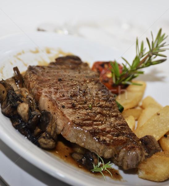 Befsztyk grillowany stek grzyby ziemniaki żywności Zdjęcia stock © saddako2