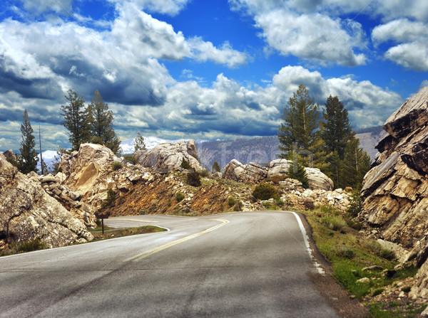 Montagne route élevé altitude asphalte nuages Photo stock © saddako2