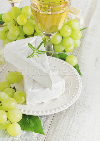 Gezond eten rijp druiven brie glas dieet Stockfoto © saharosa