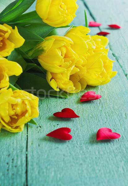 Giallo tulipani decorativo cuore verde legno Foto d'archivio © saharosa