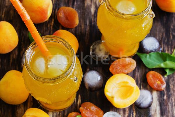 Kayısı meyve suyu küçük olgun eski ahşap Stok fotoğraf © saharosa