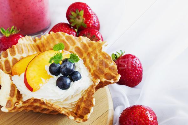 сливочный десерта фрукты Ягоды вафельный корзины Сток-фото © saharosa