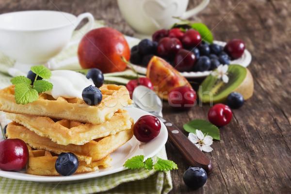 Ягоды Sweet соус таблице завтрак избирательный подход Сток-фото © saharosa
