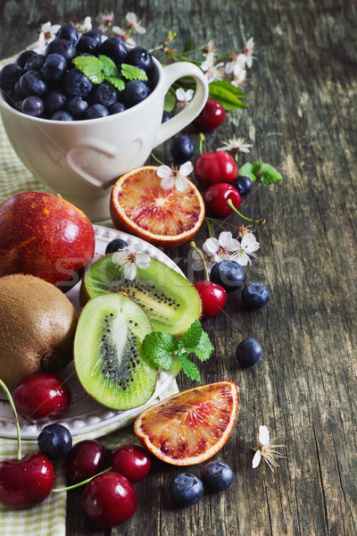 Farklı meyve karpuzu olgun beyaz plaka Stok fotoğraf © saharosa