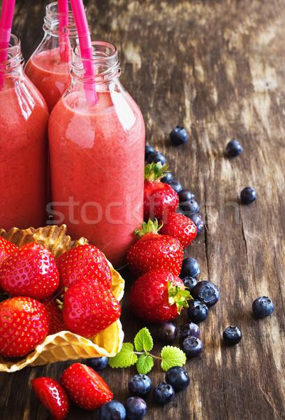 витамин завтрак клубника льстец бутылку зрелый Сток-фото © saharosa