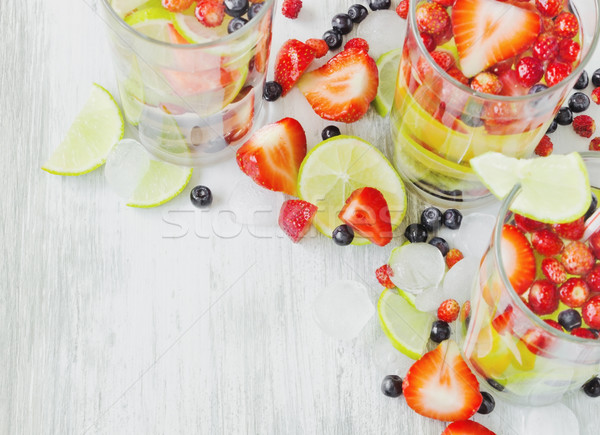 Cool drinken vers bessen vruchten oude Stockfoto © saharosa