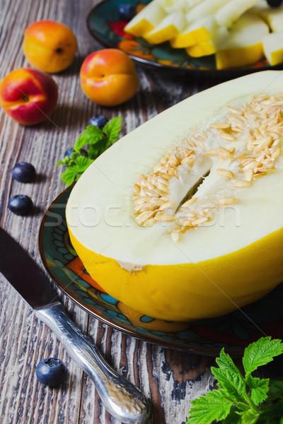 Melone succosa piatto mirtilli buio legno Foto d'archivio © saharosa
