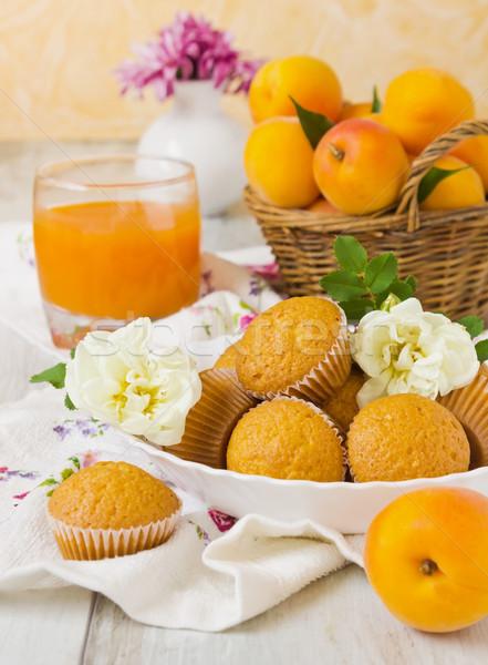 Dolce colazione fresche muffins basket vetro Foto d'archivio © saharosa