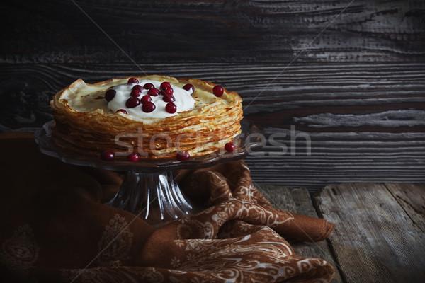 Frissen sült palacsinták tejföl bogyók üveg Stock fotó © saharosa