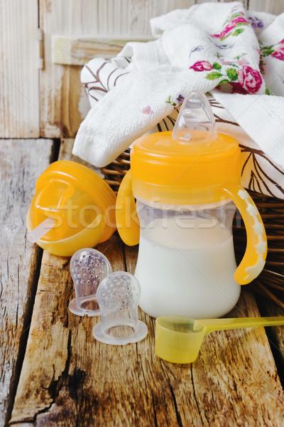Baby fles luiers mand oude Stockfoto © saharosa
