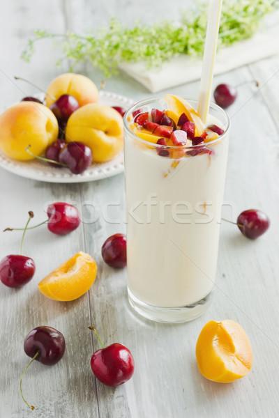 yogourt fruits verre cerises bois photo stock jevgeni proshin saharosa 5990286. Black Bedroom Furniture Sets. Home Design Ideas