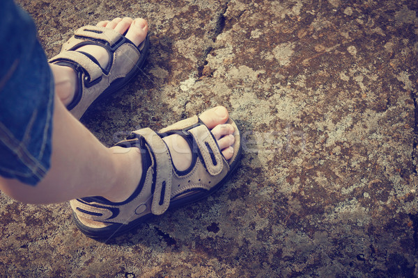 Ragazzo rock piedi pietra estate Foto d'archivio © saharosa
