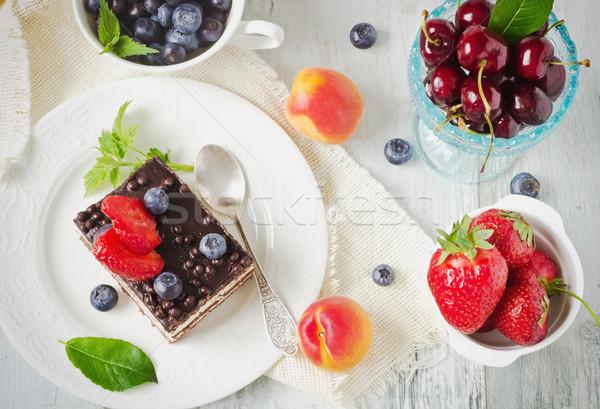 Torta friss gyümölcs csokoládés sütemény szeletel eprek áfonya Stock fotó © saharosa