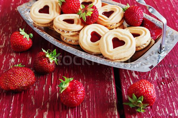 édes Valentin nap sütik finom eper fából készült Stock fotó © saharosa